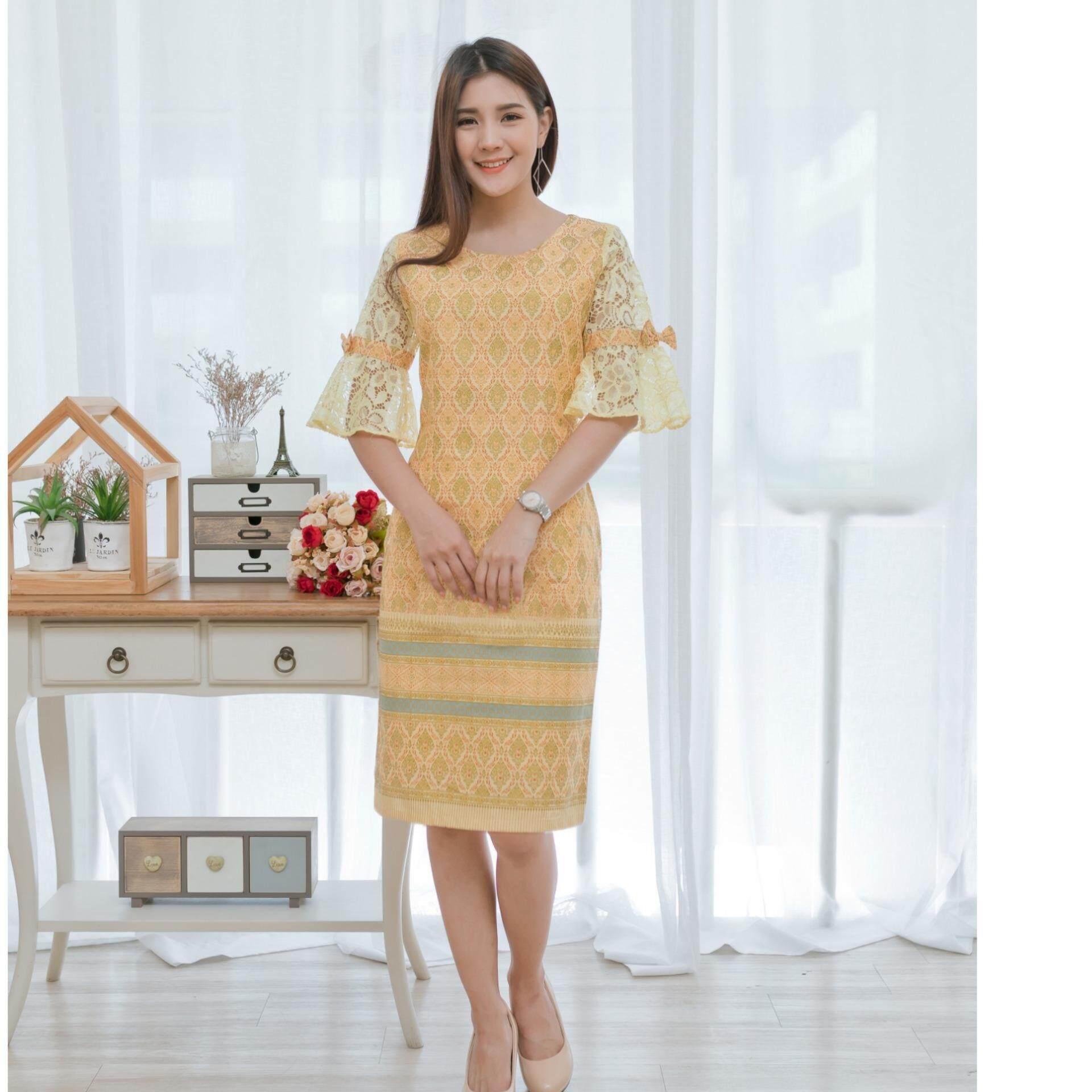 ชุดเดรสสีเหลืองคอตตอนลายไทยแขนลูกไม้ dc40