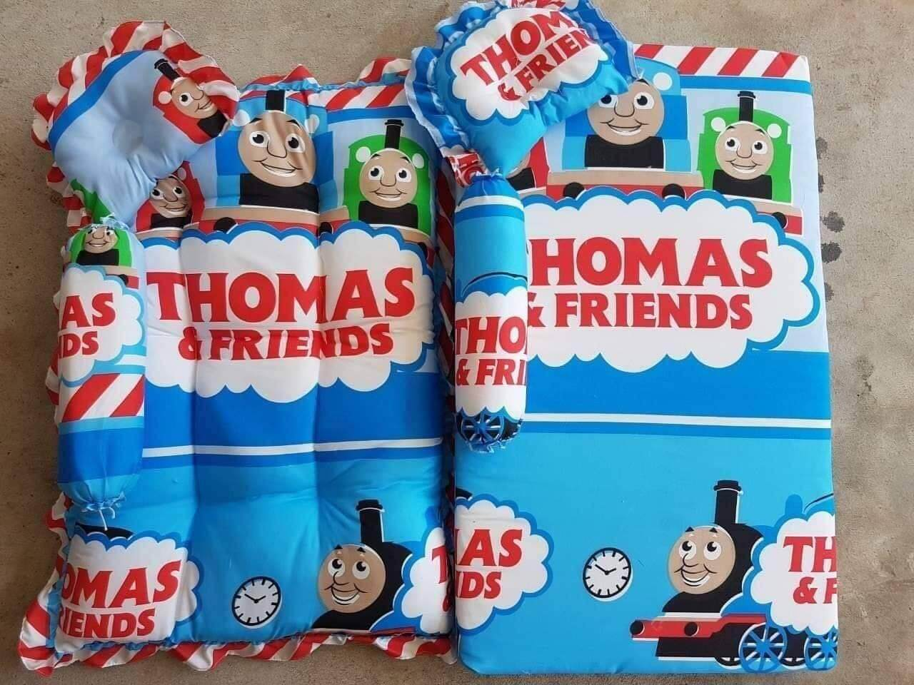ขายดีมาก! (พร้อมส่ง Kerry) เบาะรองนอน ที่นอนเด็กแรกเกิด สีสันสดใส น้ำหนักเบา 1 ชุดมี 3 ชิ้น หมอน+หมอนข้าง+ที่นอน Tomas Friends