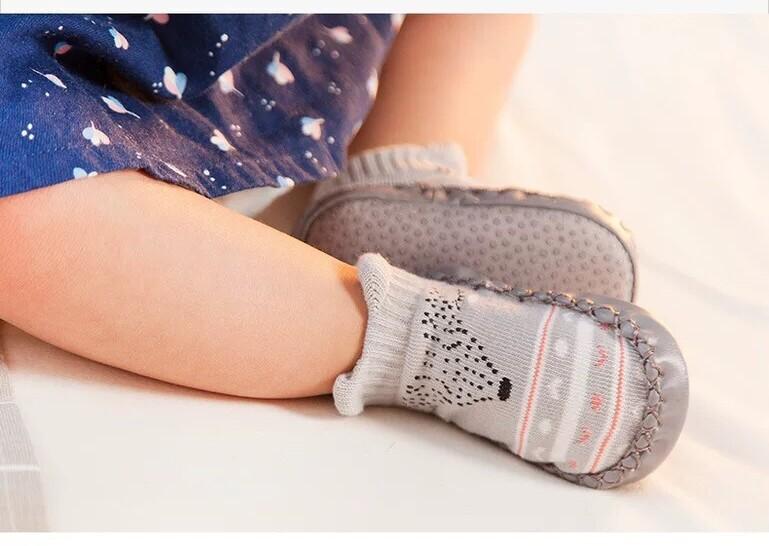 ถุงเท้าเด็กหัดเดินทารกเด็กแรกเกิดชายหญิง พื้นกันลื่น รองเท้าเด็ก ลายการ์ตูนสัตว์น่ารัก ด้านล่างน่มผ้าฝ้าย สำหรับ1-3ปี