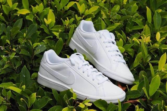 นครพนม รองเท้า Nike court majesticของแท้??